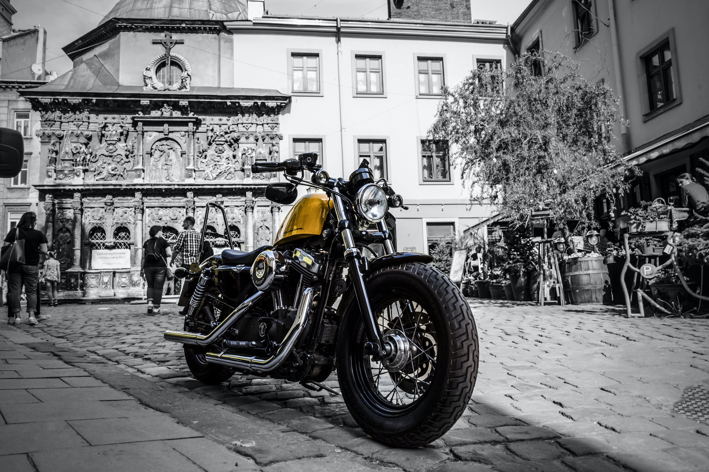 bisiklet, moto, sarı içeren Ücretsiz stok fotoğraf