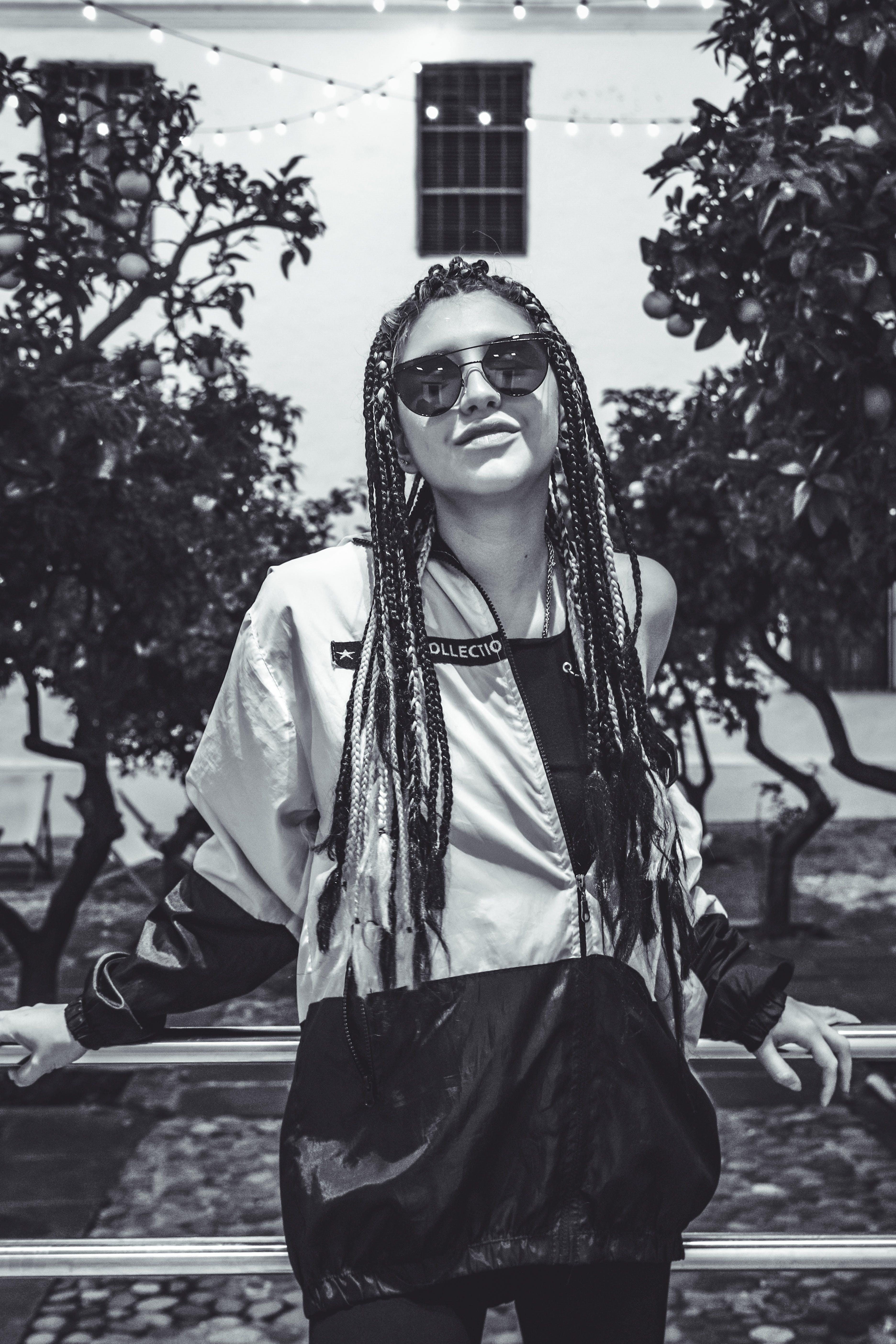 休閒裝, 倚, 墨鏡, 女人 的 免費圖庫相片