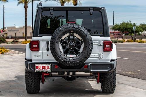 Immagine gratuita di automotive, bianco, cortile della macchina, jeep