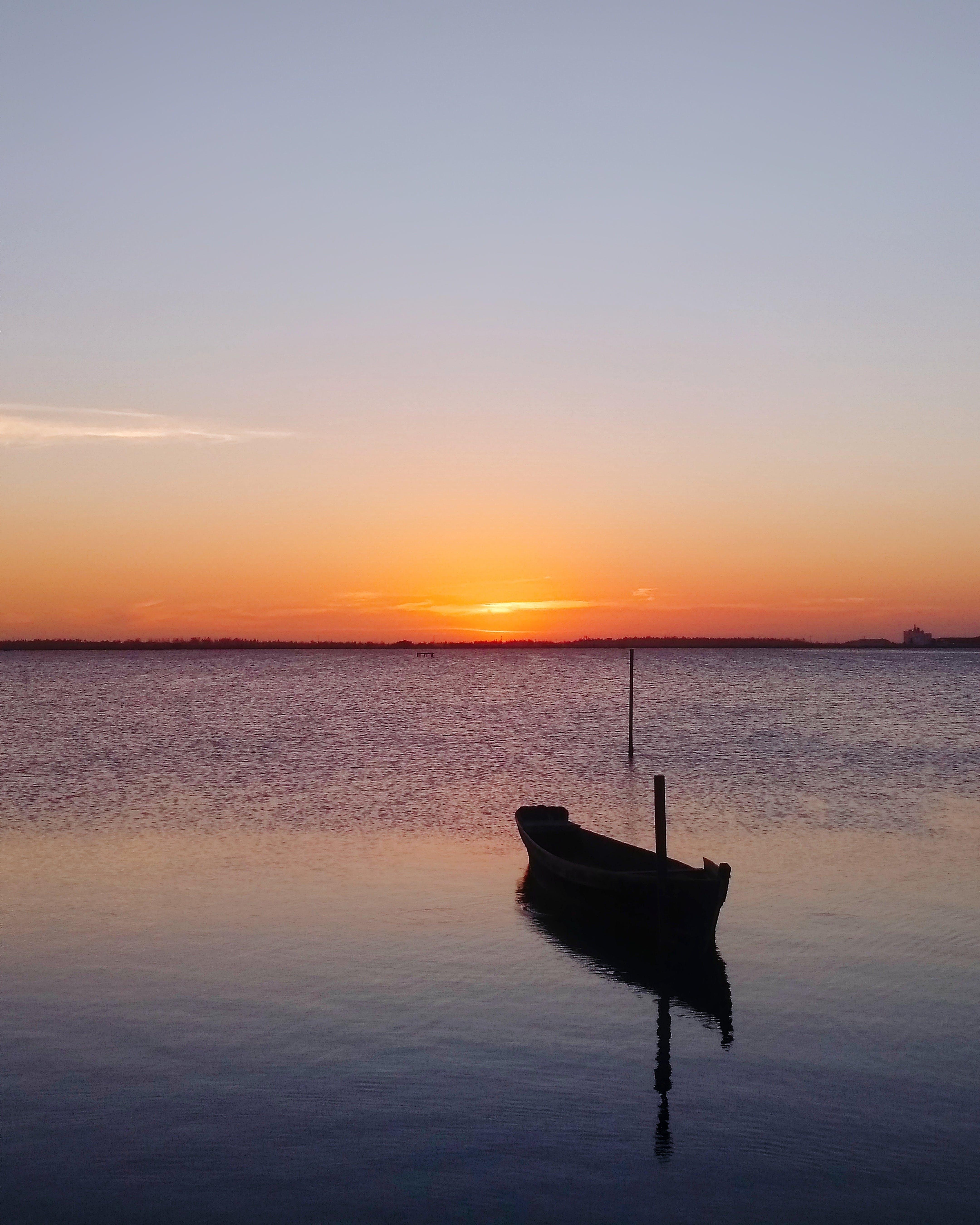 Gratis lagerfoto af aften, båd, bagbelyst, hav