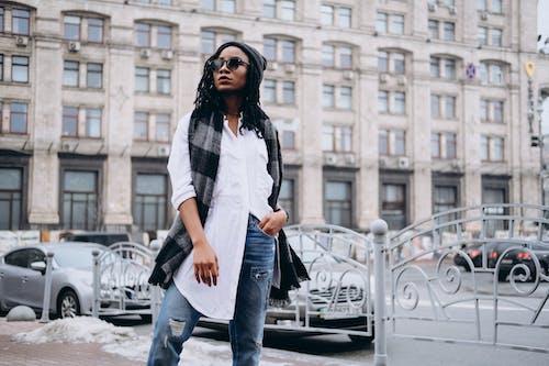 Ảnh lưu trữ miễn phí về áo sơ mi trắng, bãi đậu xe, kiến trúc, mô hình
