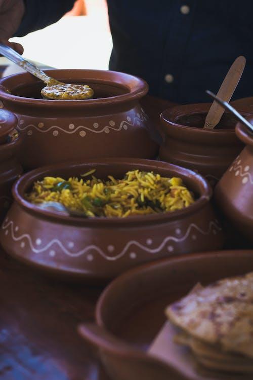 Darmowe zdjęcie z galerii z fotografia kulinarna, gliniane garnki, jedzenie, kuchnia