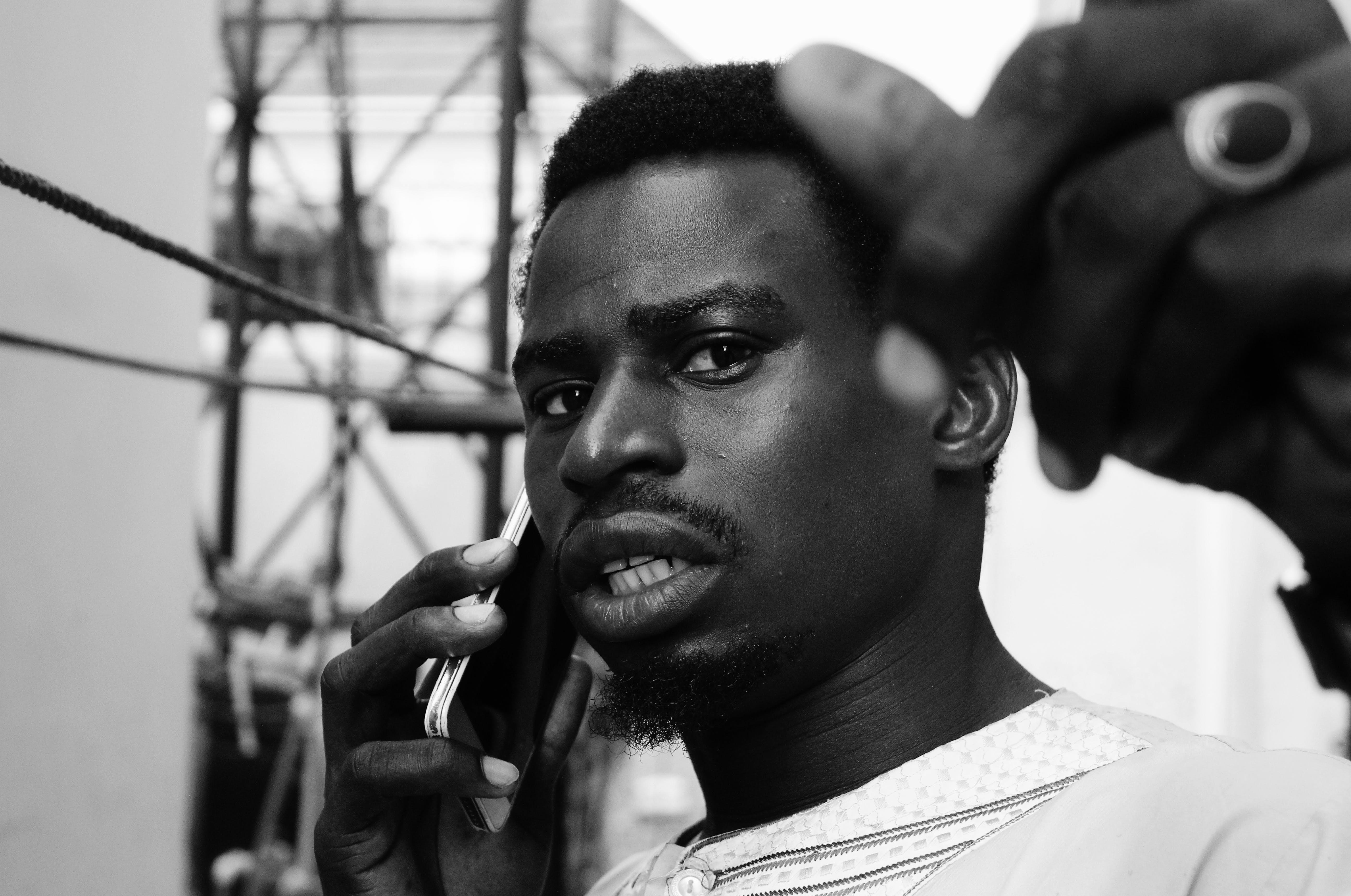 Kostenloses Stock Foto zu afrikanischer mann, ernst, fotoshooting, gesichtsausdruck