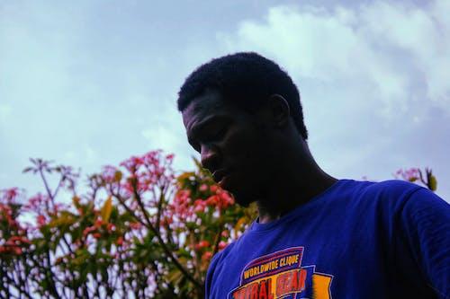 Ingyenes stockfotó afrikai fiú, alacsony szögű felvétel, álló kép, arckifejezés témában