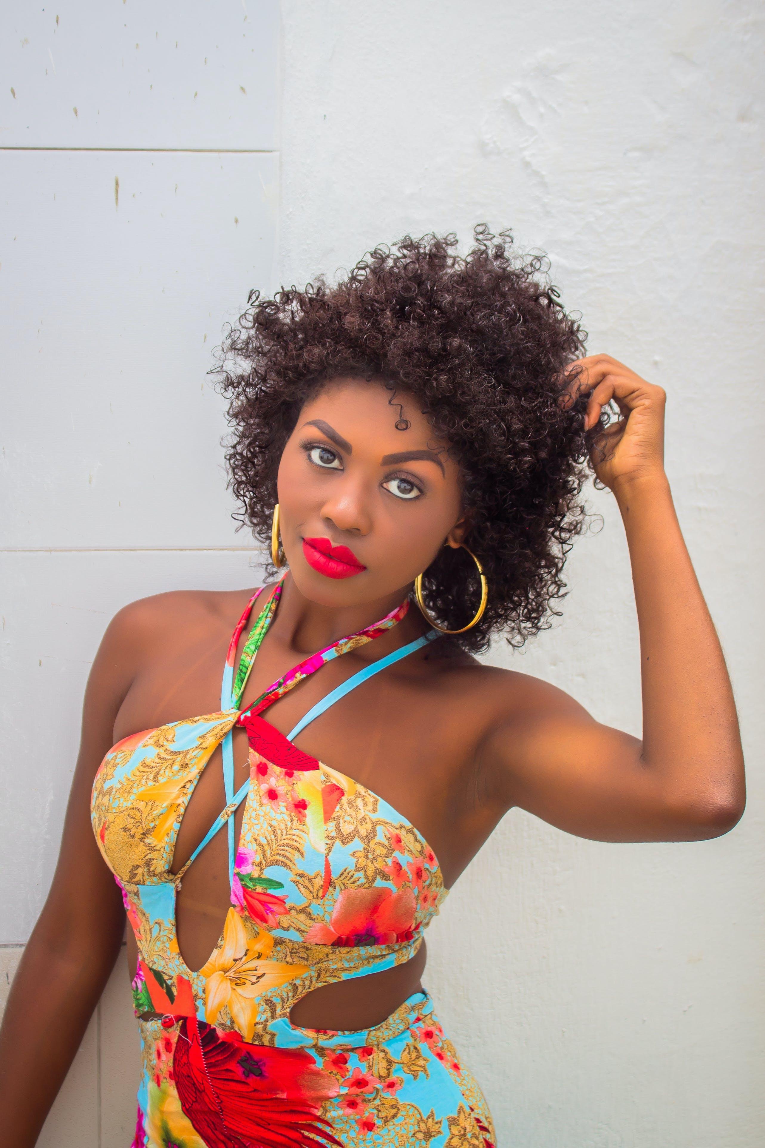 Photos gratuites de afro, arrière-plan blanc, attirant, beauté