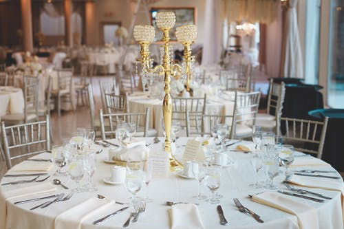 Kostnadsfri bild av bord, bordsduk, bordsservetter, dining