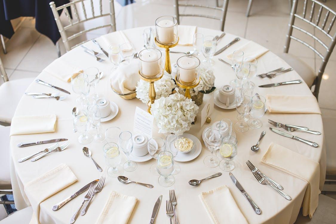 asztal, asztalterítő, beállítás