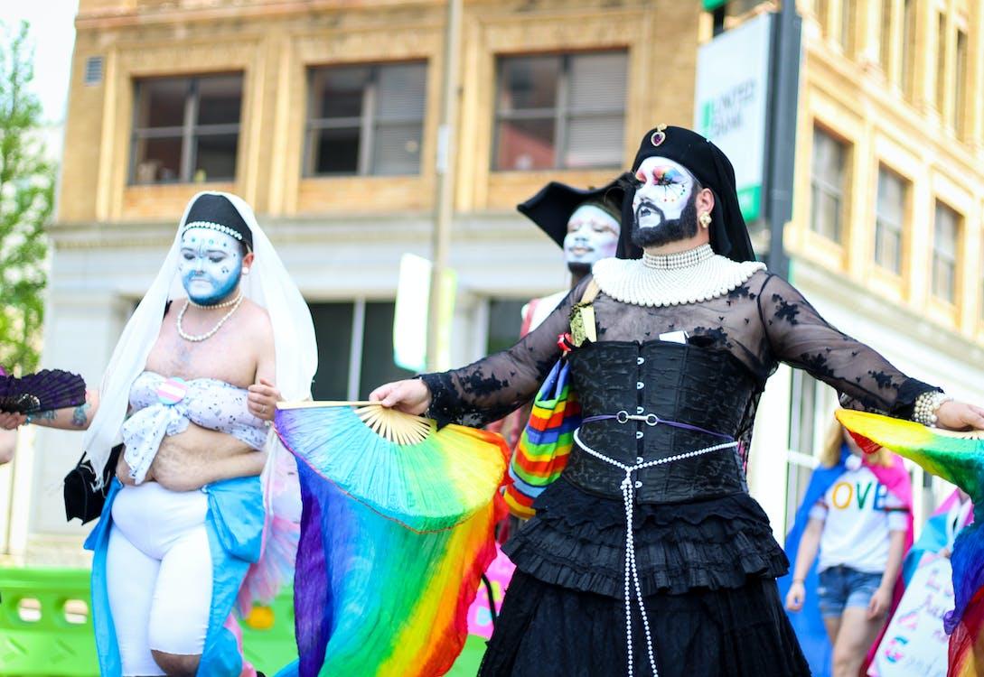 LGBT, LGBT-H, กลางวัน