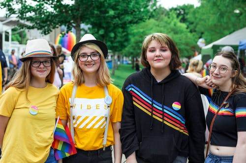 Immagine gratuita di amicizia, arcobaleno, celebrazione, città
