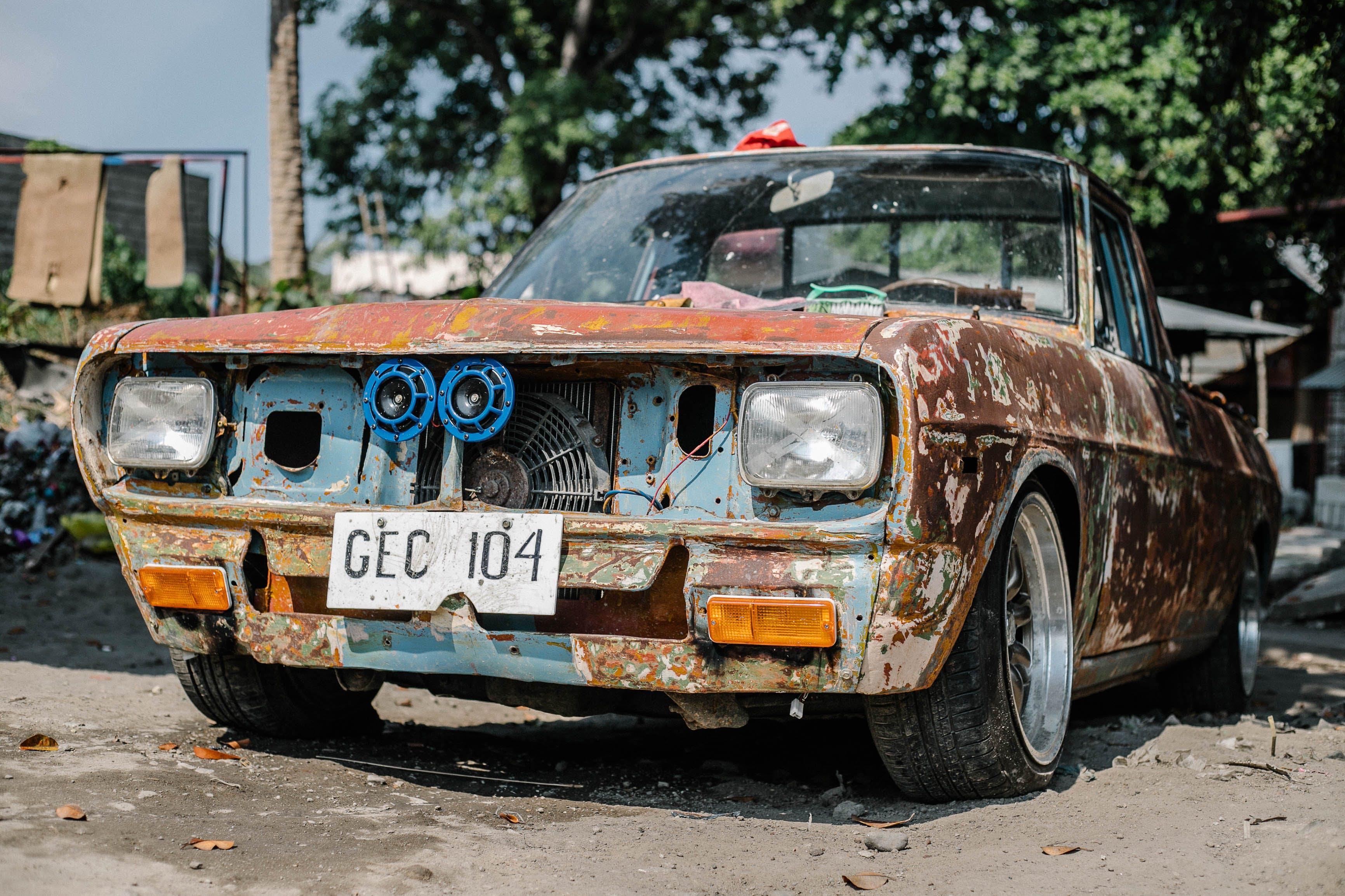 Gratis arkivbilde med bil, forlatt, gammel, hjul