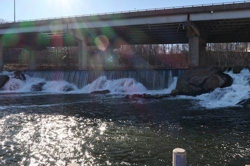 다리, 물을 튀기다, 배수의 무료 스톡 사진