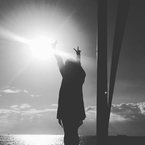 Ilmainen kuvapankkikuva tunnisteilla #blackandwhitephoto, #mustavalkoinen, #nainen