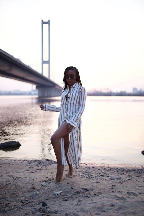 Fotos de stock gratuitas de actitud, afroamericano, agua, al aire libre