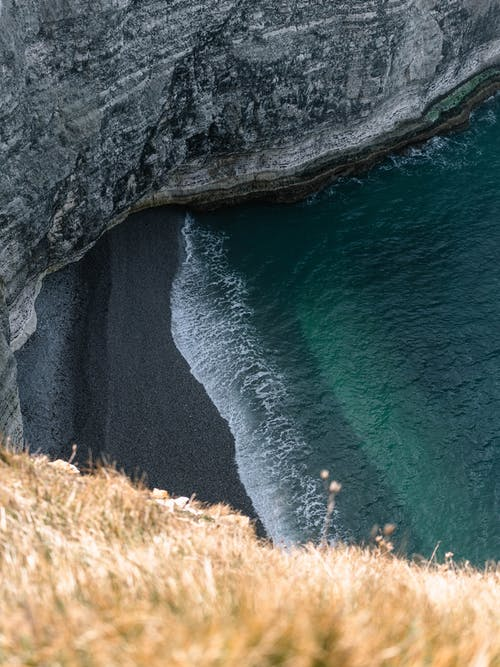 Fotos de stock gratuitas de acantilado, agua, al aire libre, arena