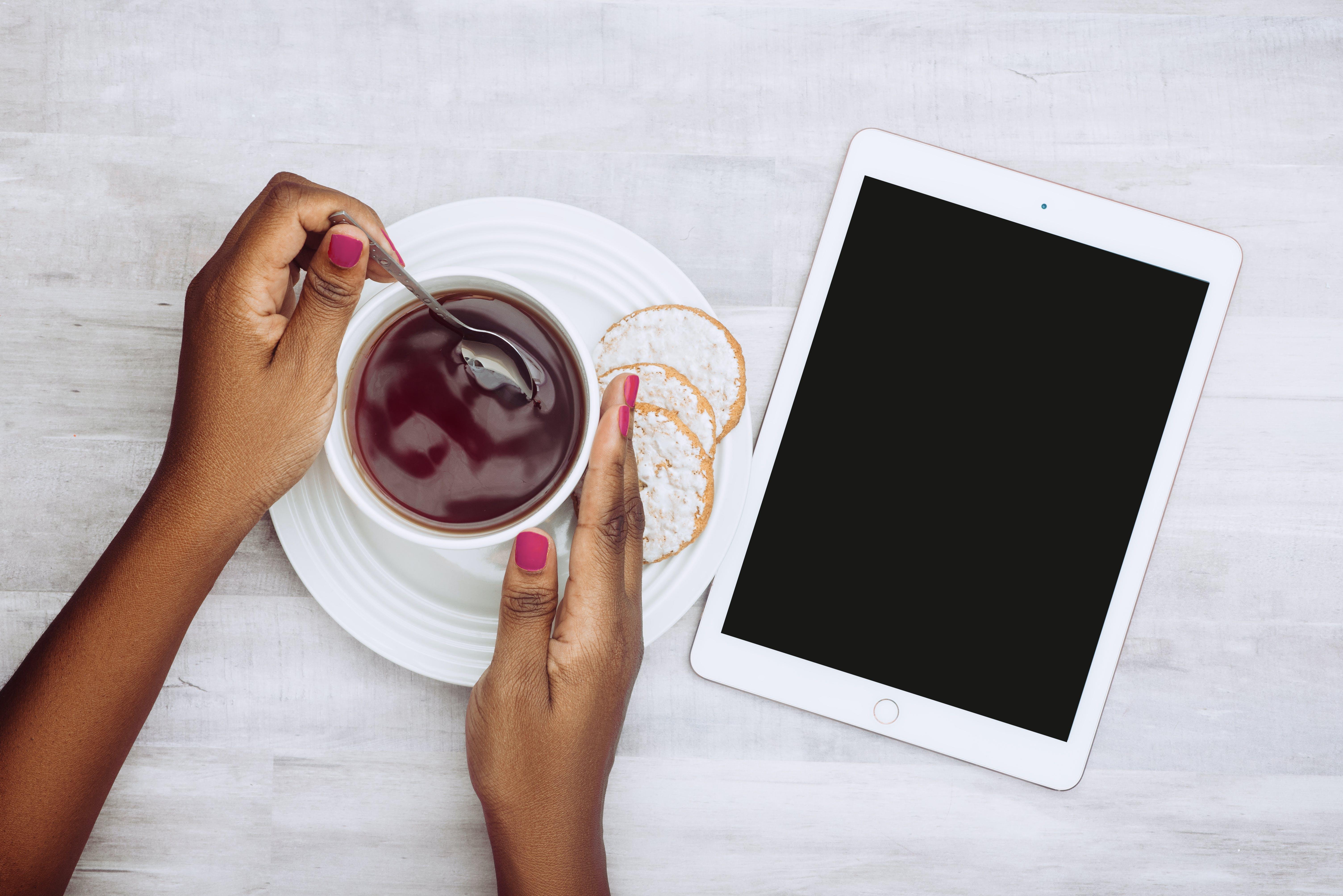 Immagine gratuita di bevanda, biscotti, caffè, compressa