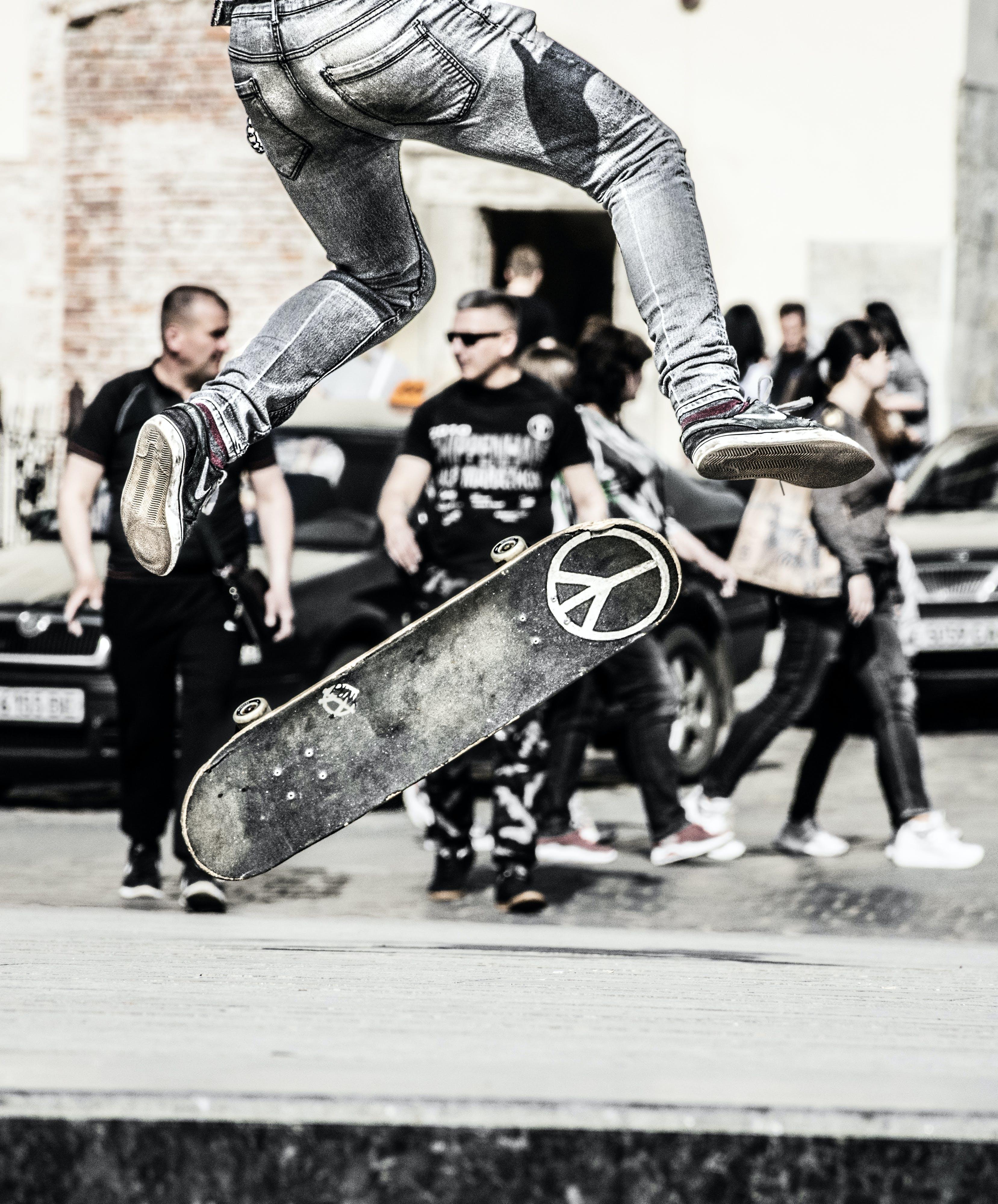 airflip, kaykay kaymak, paten adam, paten yapmak içeren Ücretsiz stok fotoğraf