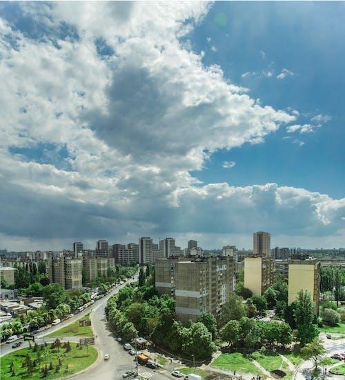 Gratis arkivbilde med by, grønn, himmel, sol