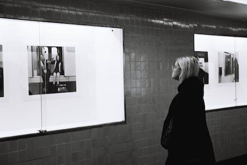 èîğäàíèÿ, fayanslar, Kent, kız içeren Ücretsiz stok fotoğraf