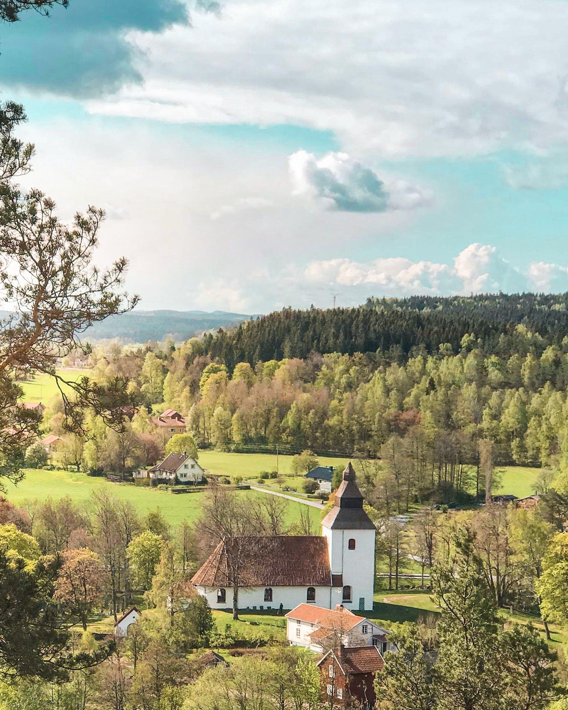 Foto d'estoc gratuïta de a l'aire lliure, a pagès, arbres, arquitectura