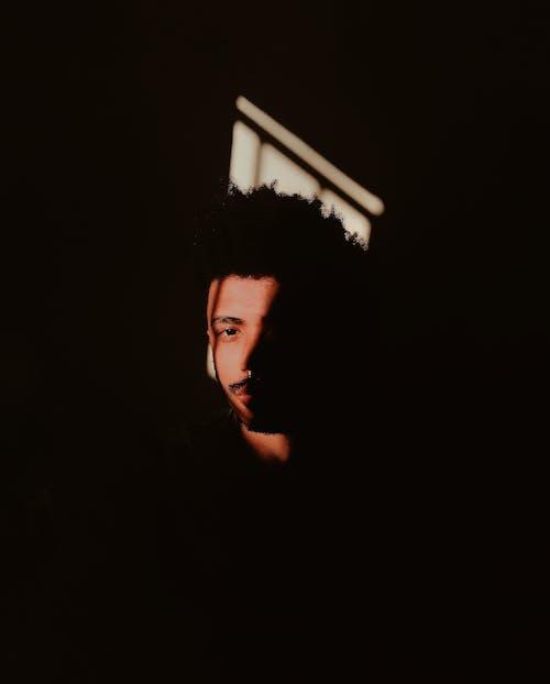 人, 側面圖, 光, 光線 的 免費圖庫相片