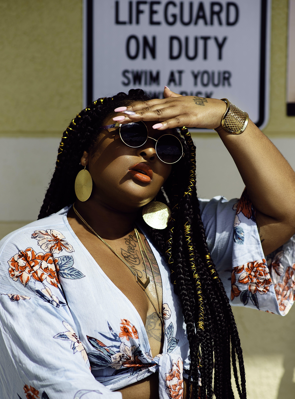 Kostenloses Stock Foto zu abdeckung, attraktiv, brillen, farbige frau