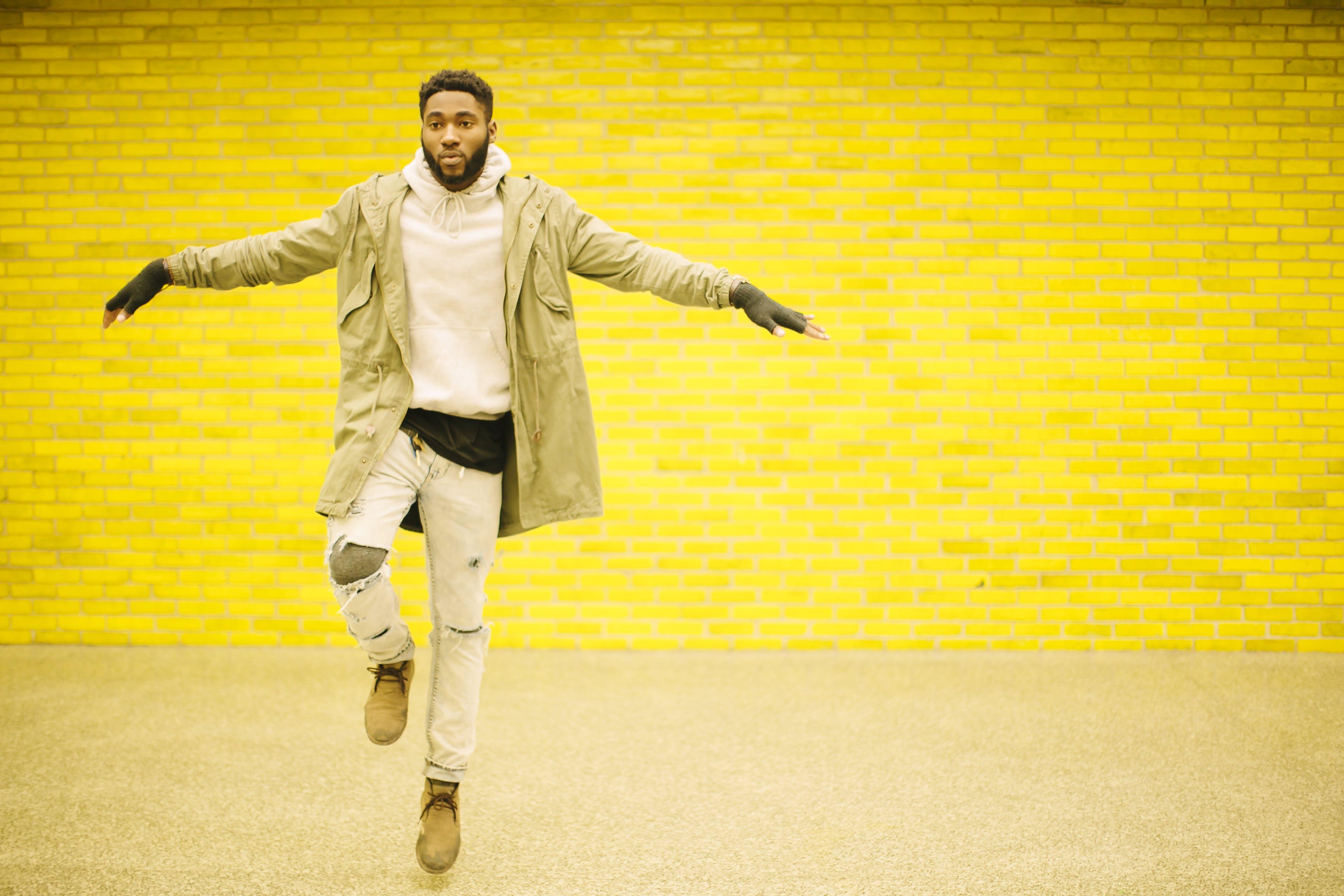 Kostenloses Stock Foto zu action, afroamerikaner, afroamerikanischer mann, aktiv