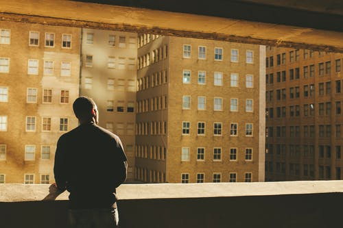 Foto d'estoc gratuïta de adult, apartament, arquitectura, balcó