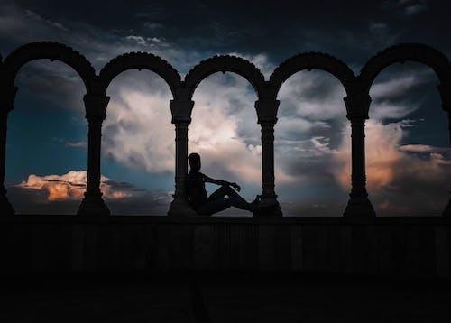 Gratis lagerfoto af arkitektur, buer, himmel, læne
