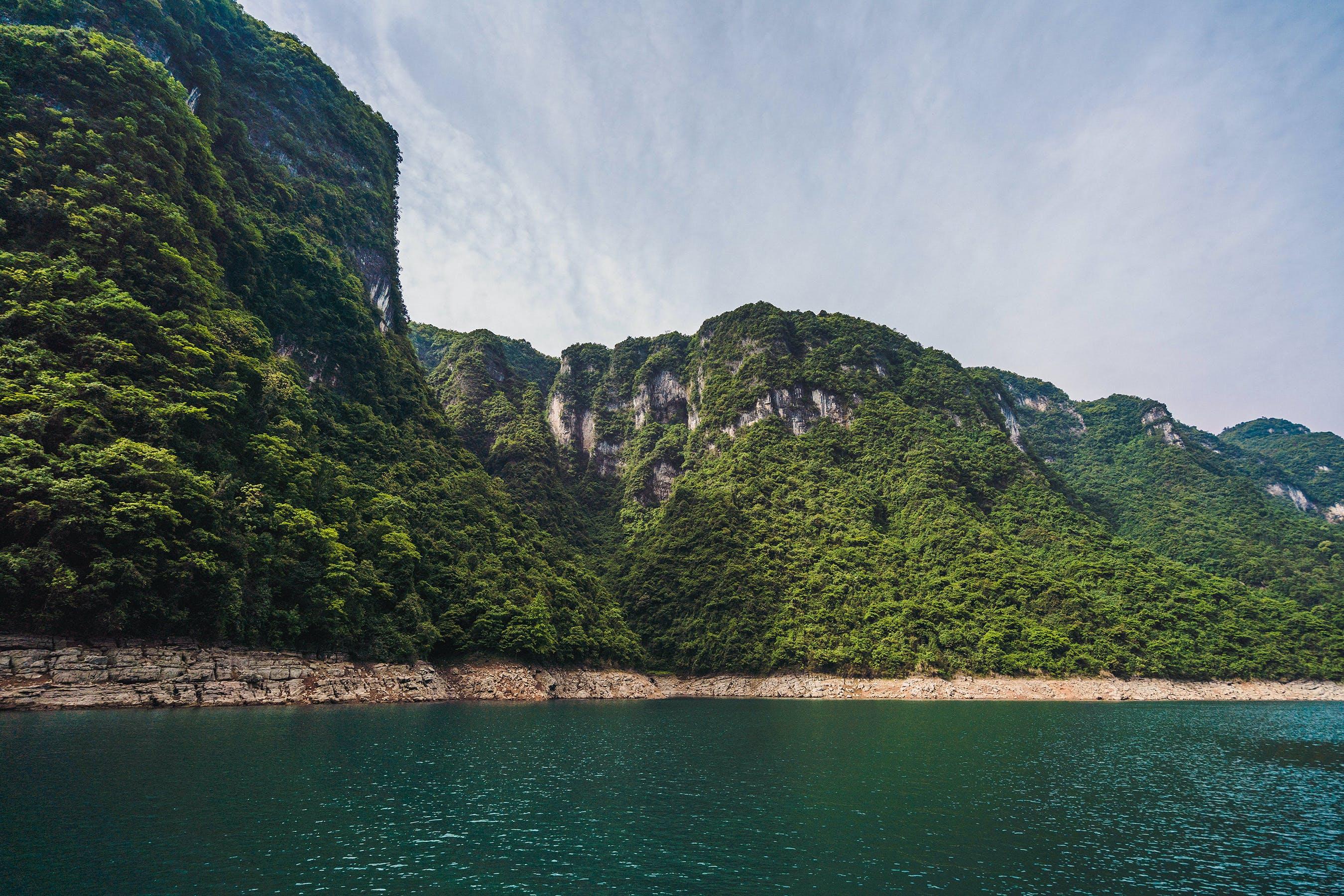 Gratis lagerfoto af bjerg, bugt, dagslys, hav