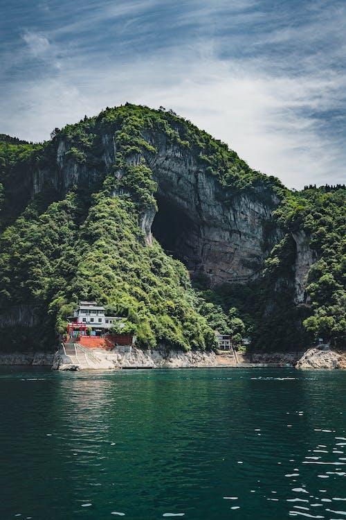 Ilmainen kuvapankkikuva tunnisteilla joki, kallio, kesä, kivi