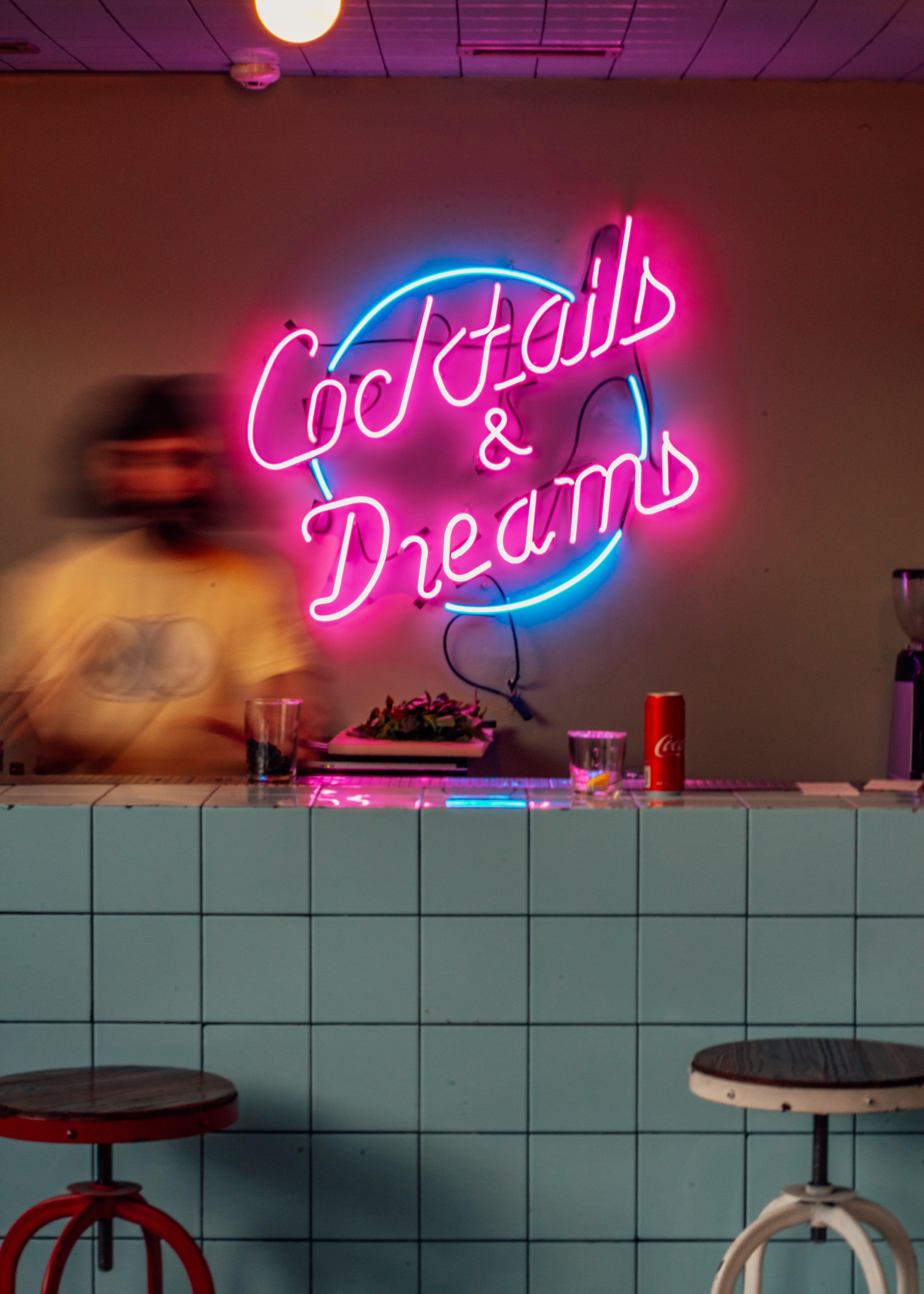 Foto stok gratis alkohol, bangku, cahaya, dalam ruangan
