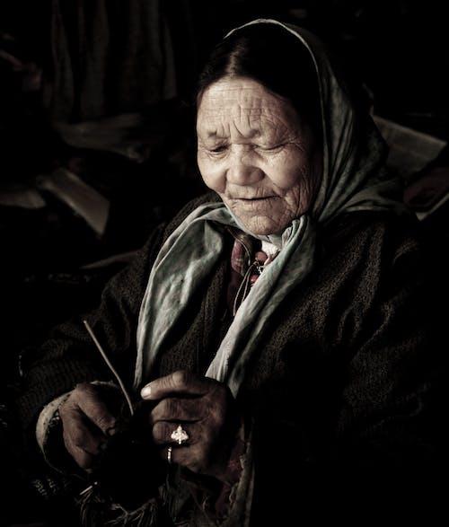 노인, 뜨개질, 반지, 베일의 무료 스톡 사진