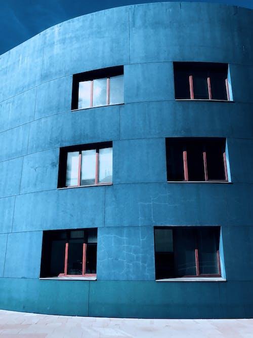 Gratis stockfoto met architectuur, betonnen constructie, buitenkant van het gebouw, eigentijds