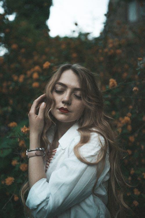 Fotos de stock gratuitas de actitud, adulto, bonito, cabello