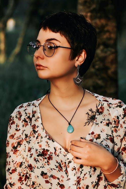 アイウェア, アダルト, きれいな女性, グラマーの無料の写真素材