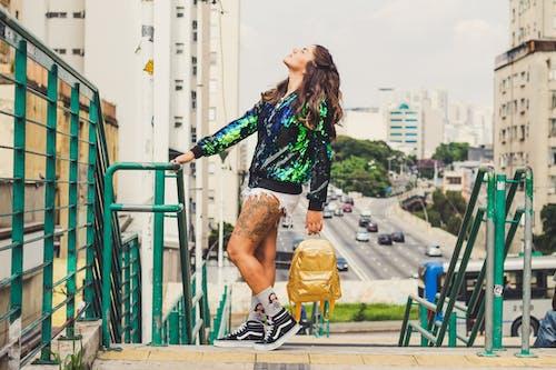 Foto profissional grátis de ao ar livre, bem-estar, cidade, corrimãos