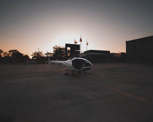 Immagine gratuita di aeroporto, alba, aviazione, bandiere