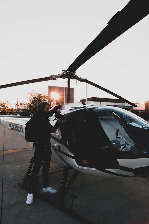 Kostenloses Stock Foto zu fahrzeug, fliegen, flughafen, hubschrauber