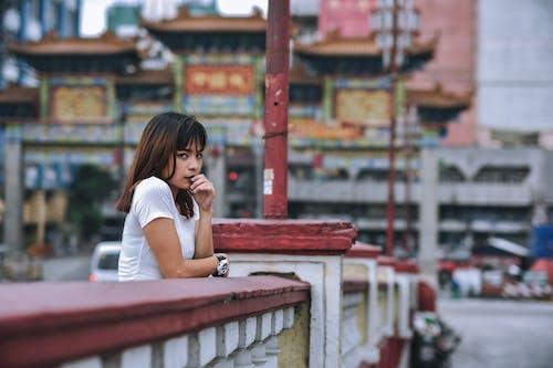 Základová fotografie zdarma na téma asiatka, asijská holka, beton, budovy