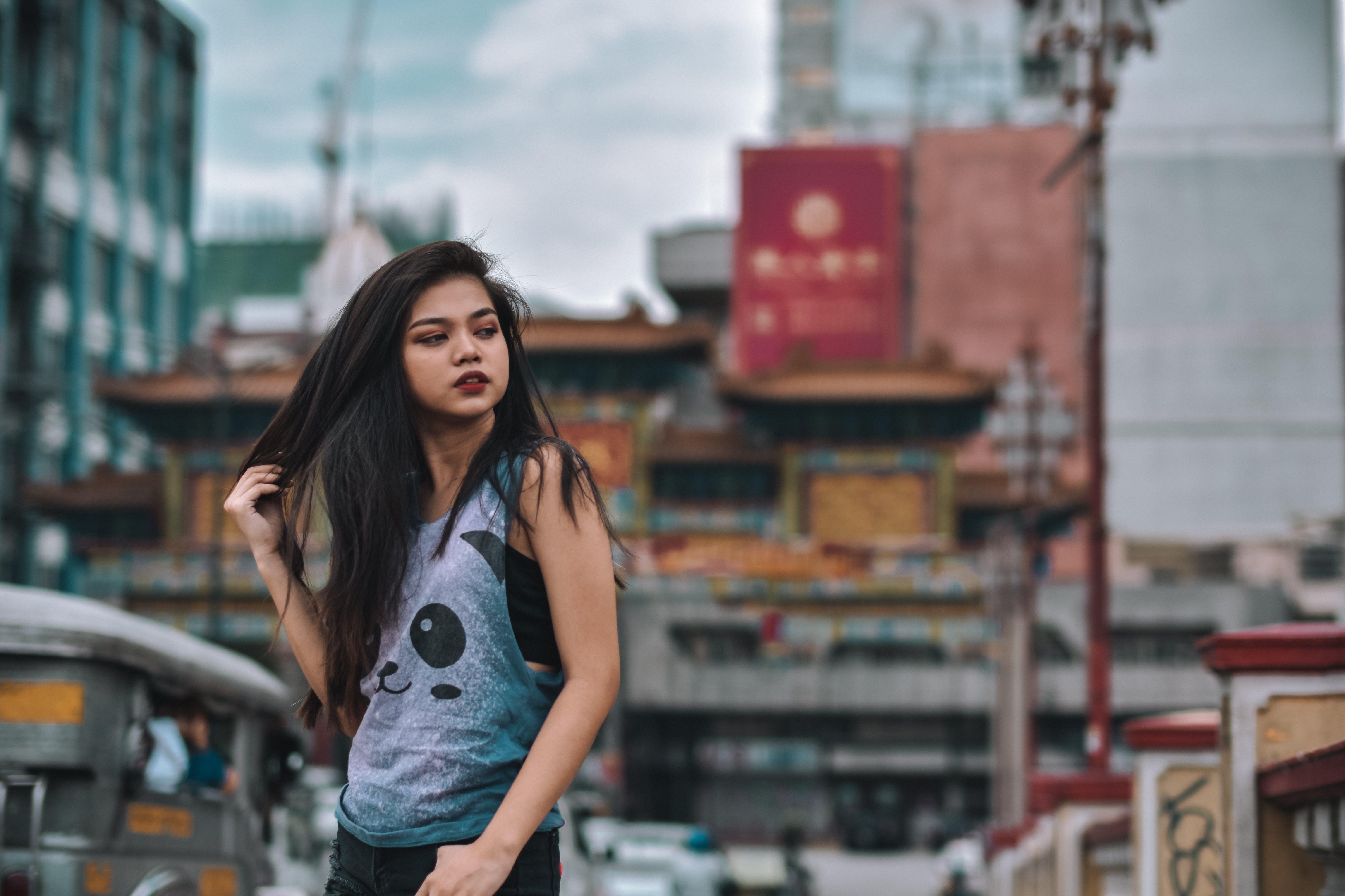 亞洲人, 亞洲女人, 交通系統, 人類 的 免费素材照片