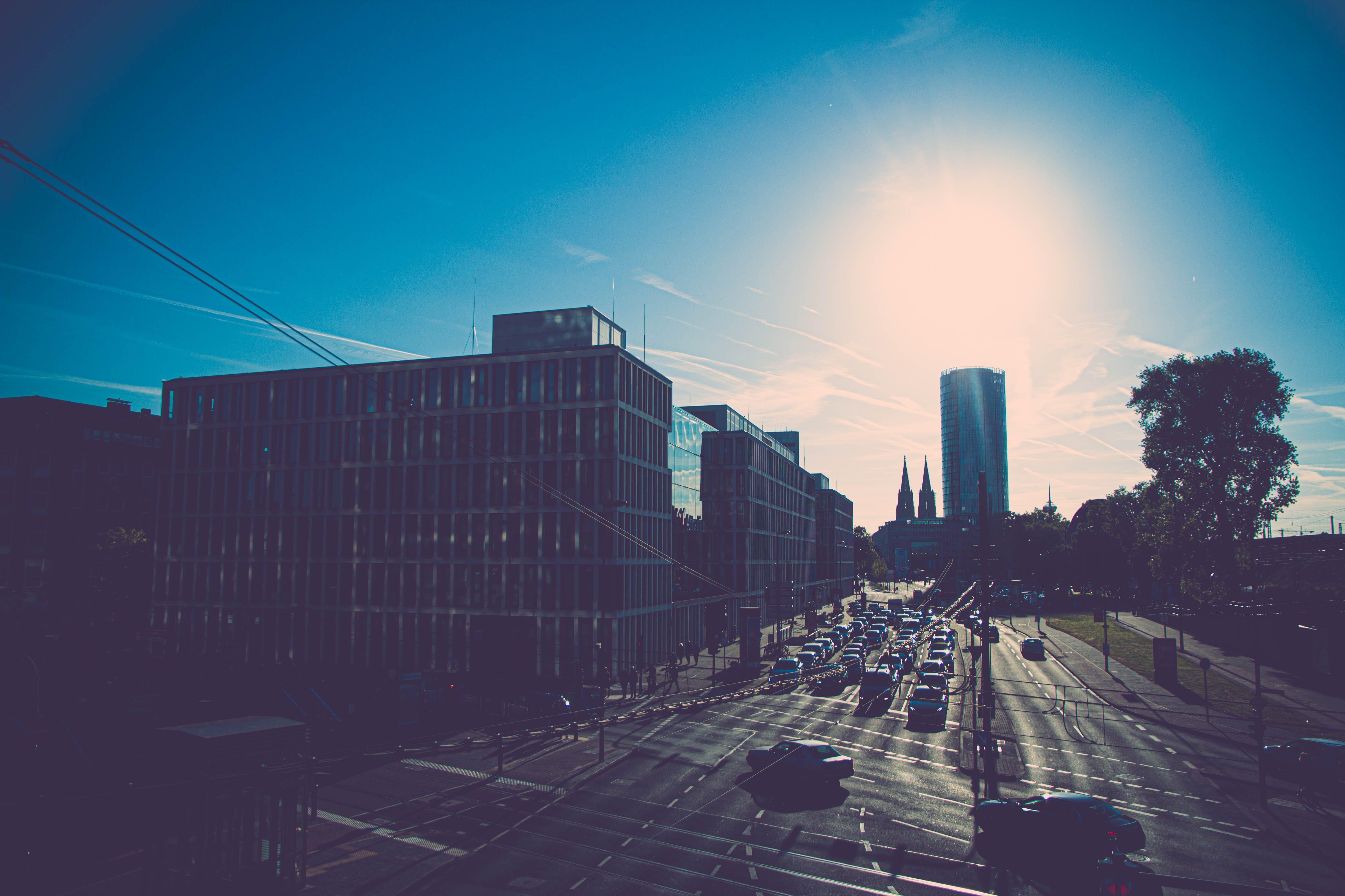 Kostenloses Stock Foto zu auto, blau, farbe, himmel