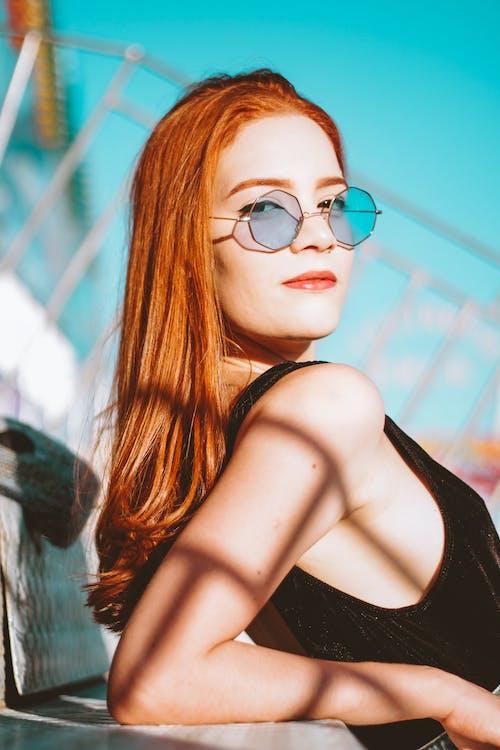 Δωρεάν στοκ φωτογραφιών με αίγλη, άνθρωπος, γυαλιά, γυαλιά ηλίου