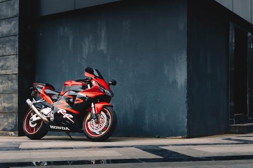 停, 摩托車, 本田, 牆壁 的 免费素材图片