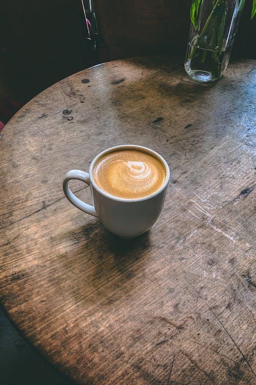 Kostnadsfri bild av bord, brun, cappuccino, dryck