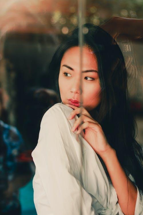 Immagine gratuita di camicia bianca, carino, donna, donna bellissima