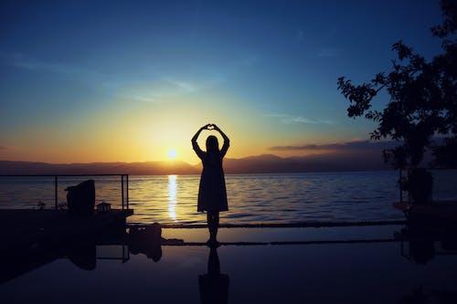 Fotos de stock gratuitas de amanecer, mar, silueta