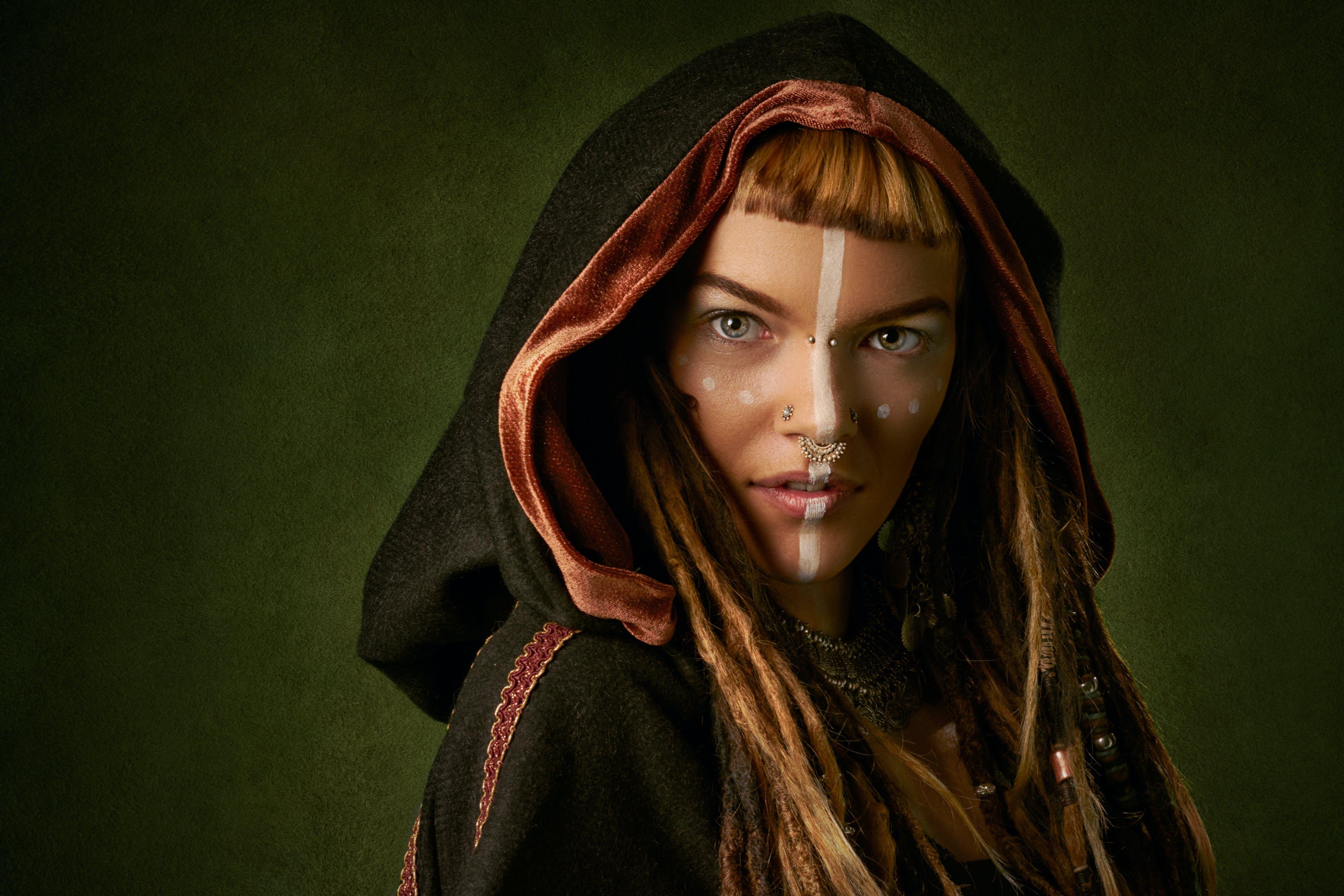Ingyenes stockfotó álló kép, arc, kapucni, modell témában