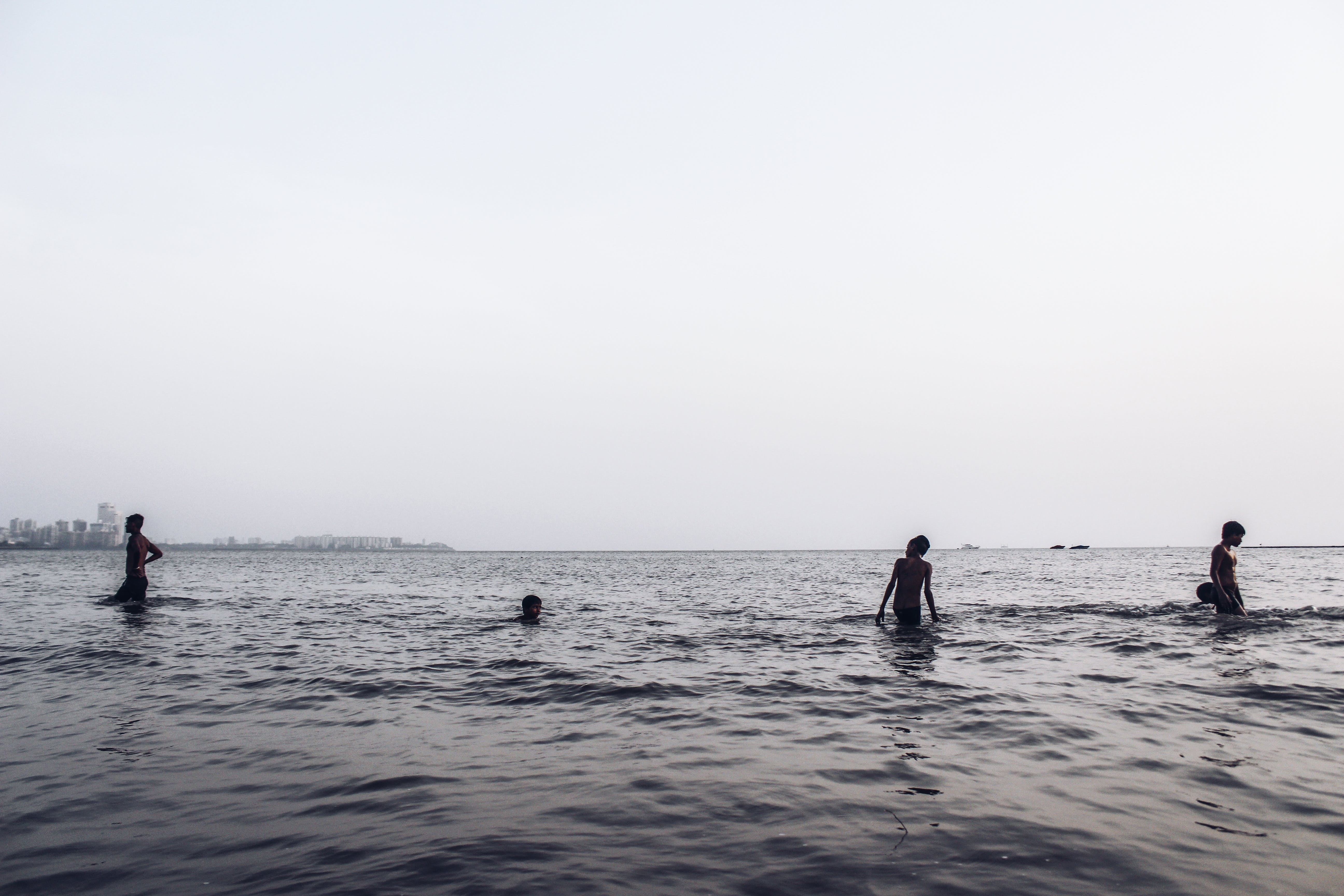 Ảnh lưu trữ miễn phí về Ăn, ánh sáng mặt trời, bơi lội, cậu bé Ấn Độ