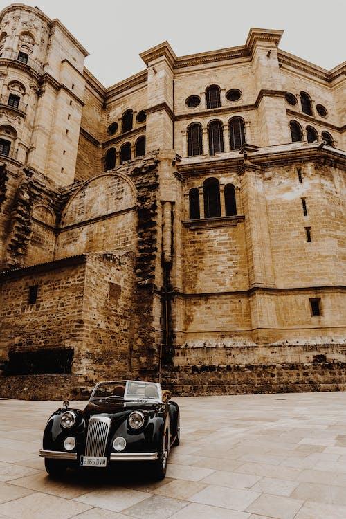 Безкоштовне стокове фото на тему «історичний, автомобіль, архітектура, Будівля»