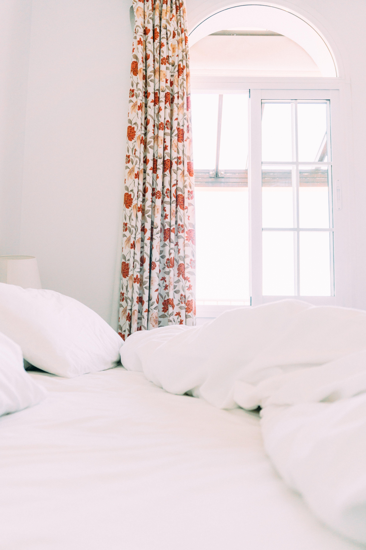 Foto profissional grátis de abajur, aconchego, apartamento, branco